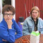 Monika Zak och Lena Kallenberg på verandan